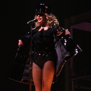 Kylie Minogue - Kylie Minogue Performing on The First Night of Her Kiss Me Once Tour