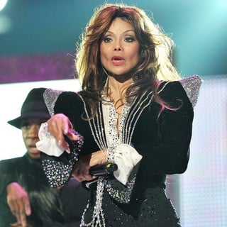 La Toya Jackson in Michael Jackson Tribute Concert Held at The Cardiff Millenium Stadium - la-toya-jackson-michael-jackson-tribute-concert-02