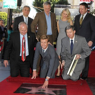 Tom LaBonge, Bruno Heller, Simon Baker, Naomi Watts, Leron Gubler in Simon Baker Is Honoured with A Star on The Hollywood Walk of Fame