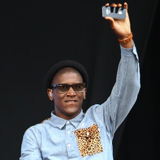 Labrinth in Barclaycard Wireless Festival 2012 - Day 3 - labrinth-barclaycard-wireless-festival-2012-day-3-12