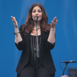 Hillary Scott, Lady Antebellum in Lady Antebellum Perform to Celebrate The 100th Anniversary of Oreo Cookies