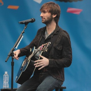 Dave Haywood, Lady Antebellum in Lady Antebellum Perform to Celebrate The 100th Anniversary of Oreo Cookies