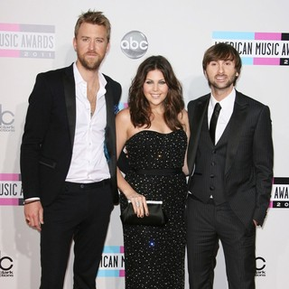Lady Antebellum in 2011 American Music Awards - Arrivals
