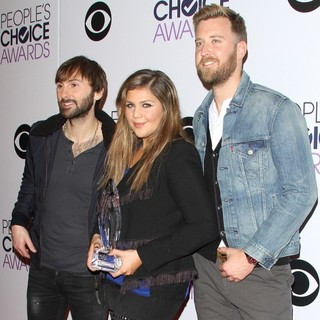 Lady Antebellum in The 41st Annual People's Choice Awards - Press Room - lady-antebellum-41st-annual-people-s-choice-awards-press-room-02