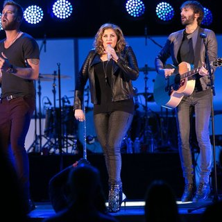 Lady Antebellum in We Can Survive 2014 - lady-antebellum-we-can-survive-2014-12