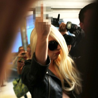 lady gaga arrives at lax airport 01 Pictures: Lady GaGa Gives Paparazzi Middle Finger Salute