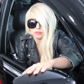 Lady GaGa - Lady GaGa Arrives at LAX Airport
