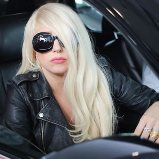 lady gaga arrives at lax airport 12 Pictures: Lady GaGa Gives Paparazzi Middle Finger Salute