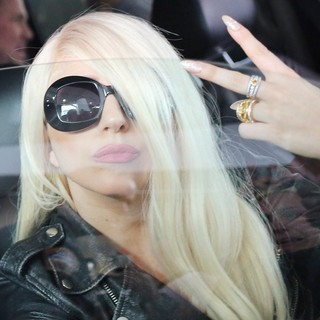 lady gaga arrives at lax airport 14 Pictures: Lady GaGa Gives Paparazzi Middle Finger Salute