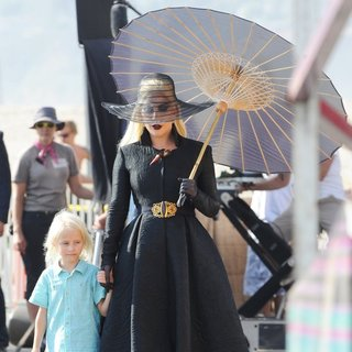 Lady GaGa - Lady GaGa Dress in All Black for A Beach Carnival Scene American Horror Story: Hotel