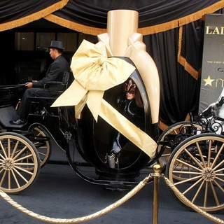 Lady GaGa - Lady GaGa Arrives for Her Fame Fragrance Launch in A Horse-Drawn Carriage