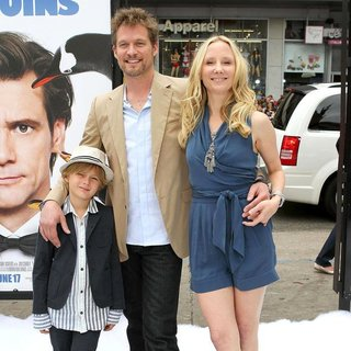 Homer Laffoon, James Tupper, Anne Heche in Premiere Mr. Popper's Penguins