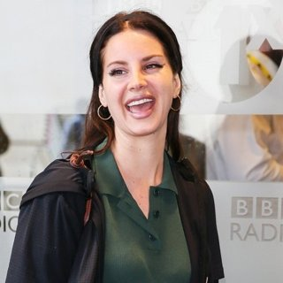 Lana Del Rey-Lana Del Rey Arriving at BBC Radio One Studios