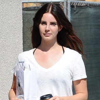 Lana Del Rey Grabs A Takeaway Coffee in Los Angeles, California