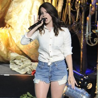 Lana Del Rey in Lana Del Rey Performs for The Performing Arts