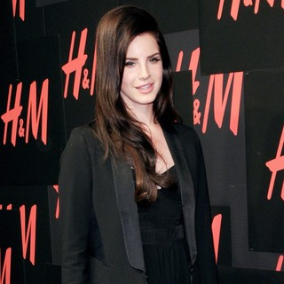 H and M Hosts A Private Concert with Lana Del Rey - Arrivals - lana-del-rey-private-concert-02