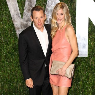 Lance Armstrong, Anna Hansen in 2012 Vanity Fair Oscar Party - Arrivals