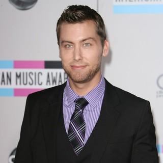 Lance Bass in 2011 American Music Awards - Arrivals
