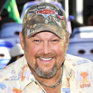 Larry the Cable Guy in The Los Angeles Premiere of Cars 2 - Arrivals