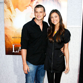 Rick Malambri, Lisa Malambri in Los Angeles Premiere of 'The Last Song'