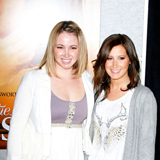 Jennifer Tisdale, Ashley Tisdale in Los Angeles Premiere of 'The Last Song'