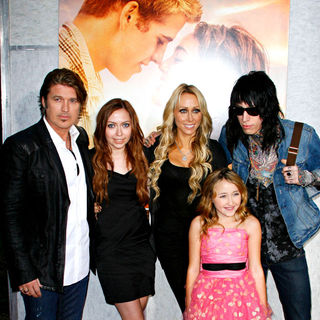 Billy Ray Cyrus, Brandi Cyrus, Tish Cyrus, Noah Cyrus, Trace Cyrus in Los Angeles Premiere of 'The Last Song'