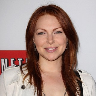 Laura Prepon in Netflix's Los Angeles Premiere of Season 4 of Arrested Development - laura-prepon-premiere-arrested-development-season-4-02