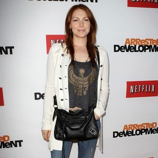 Laura Prepon in Netflix's Los Angeles Premiere of Season 4 of Arrested Development - laura-prepon-premiere-arrested-development-season-4-05