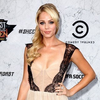 Laura Vandervoort in Comedy Central Roast of Charlie Sheen - Arrivals