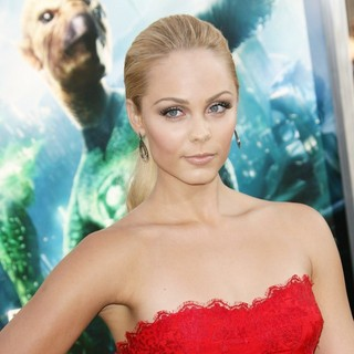 Laura Vandervoort in Los Angeles Premiere of Warner Bros. Pictures Green Lantern