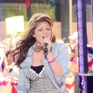 Lauren Alaina in American Idol Star Performing at Rockefeller Center for The Today Show