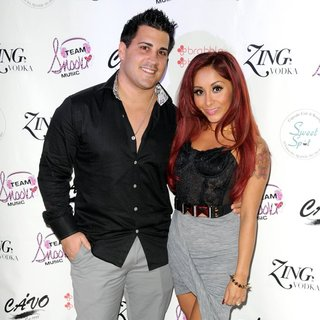 Jionni LaValle, Snooki in Snooki Celebrates Her Birthday