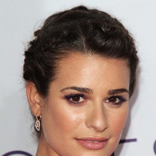 Lea Michele in People's Choice Awards 2013 - Red Carpet Arrivals - lea-michele-people-s-choice-awards-2013-10