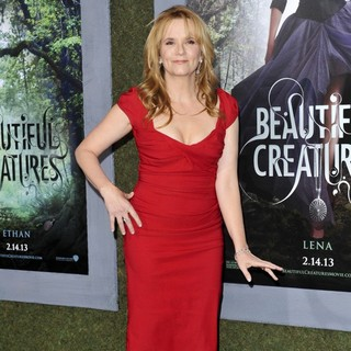 Lea Thompson in Beautiful Creatures Los Angeles Premiere - lea-thompson-premiere-beautiful-creatures-02