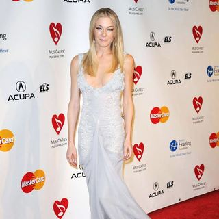 LeAnn Rimes in 2011 MusiCares Person of The Year Tribute to Barbra Streisand