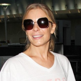 LeAnn Rimes - LeAnn Rimes Arrives at Los Angeles International Airport