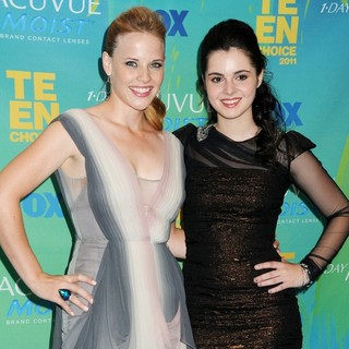 Katie Leclerc, Vanessa Marano in 2011 Teen Choice Awards