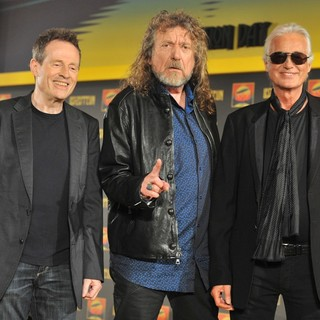 Robert Plant in Led Zeppelin Launch Their 2007 Celebration Day Concert - Photocall - led-zeppelin-launch-their-2007-celebration-day-concert-02