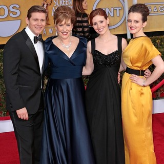 Allen Leech, Phyllis Logan, Amy Nuttall, Sophie McShera in 19th Annual Screen Actors Guild Awards - Arrivals