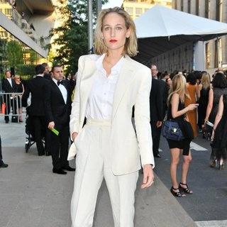 Leelee Sobieski in The 2011 CFDA Fashion Awards