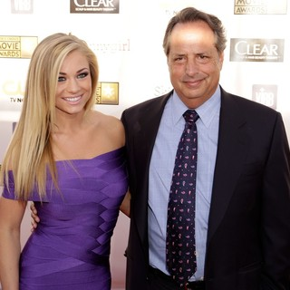 Nikki Leigh, Jon Lovitz in 18th Annual Critics' Choice Movie Awards