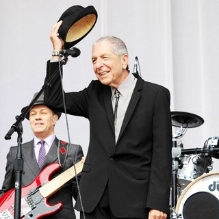 Leonard Cohen Performs for A Live Audience