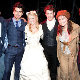 Cameron Mackintosh, Joe Jonas, Jonas Brothers, Samantha Barks, Nick Jonas, Camilla Kerslake, Kevin Jonas in The Curtain Call for 'Les Miserables'
