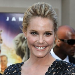 Leslie Bibb in The Los Angeles Premiere of Zookeeper - Arrivals