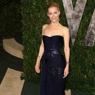Leslie Mann in 2012 Vanity Fair Oscar Party - Arrivals