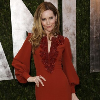 Leslie Mann in 2013 Vanity Fair Oscar Party - Arrivals - leslie-mann-2013-vanity-fair-oscar-party-01