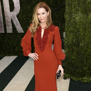 Leslie Mann in 2013 Vanity Fair Oscar Party - Arrivals - leslie-mann-2013-vanity-fair-oscar-party-02