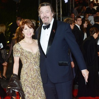 Kathy Lette, Stephen Fry in World Premiere of Skyfall - Arrivals