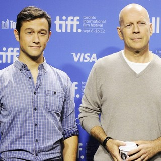 Joseph Gordon-Levitt, Bruce Willis in Looper Press Conference Photo Call - During The 2012 Toronto International Film Festival