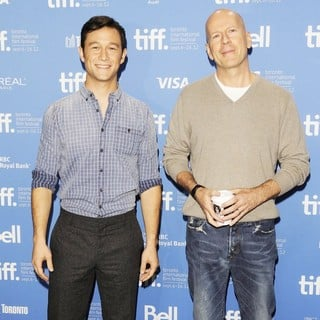 Joseph Gordon-Levitt in Looper Press Conference Photo Call - During The 2012 Toronto International Film Festival - levitt-willis-2012-toronto-international-film-festival-02